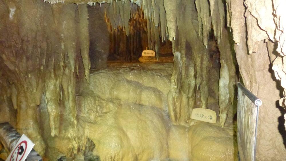 沖縄冬旅! 壮大な洞窟、玉泉洞で忘れられない時間を過ごしては?
