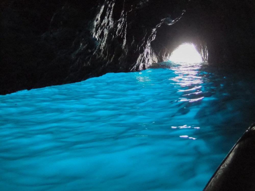 沖縄観光名所☆青の洞窟ってこんな所